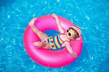 ילדים מבלים בקיץ - איך להיות חכם בשמש