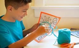 ילד ועבודת יצירה