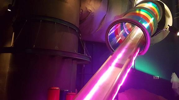 מגלשת אורות צבעוניים