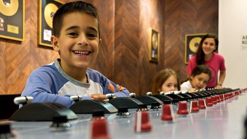 ילדים באולפן הקלטות